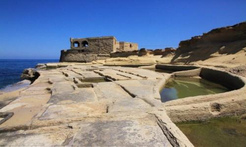 Zdjecie MALTA / Gozo / Żebbuġ / Saliny i bateria artyleryjska Qolla l-Bajda