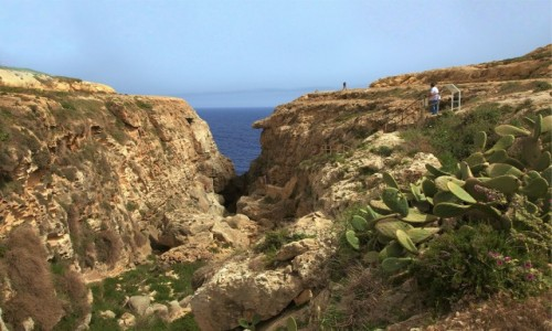Zdjęcie MALTA / Gozo / Wied il-Mielaħ / Dojście do Lazurowego okna