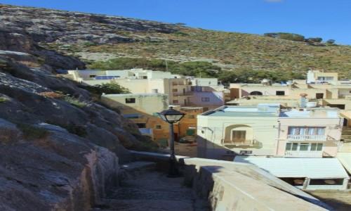 Zdjecie MALTA / Gozo / Xlendi  / Domki wbudowane w skały