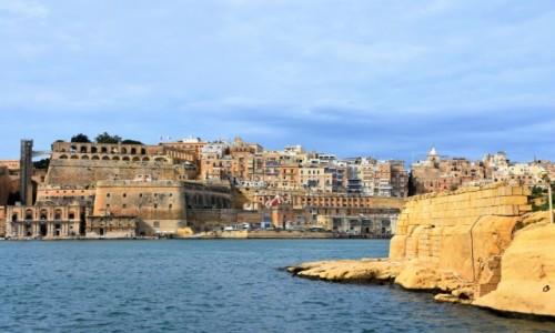 Zdjęcie MALTA / wschodnie wybrzeże / Birgu  / Widok na Vallettę od strony Fortu St Angelo