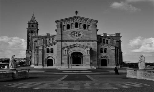Zdjecie MALTA / Gozo / Ta' Pinu / Samotność wobec Boga