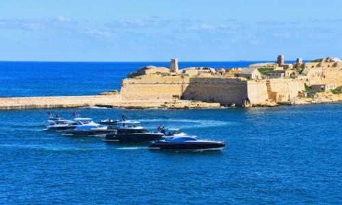 Zdjęcie MALTA / wschodnie wybrzeże / Grand Harbour / Widok na Fort Ricasoli