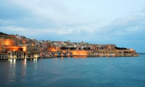Zdjecie MALTA / wschodnie wybrzeże / Valletta / O zmierzchu