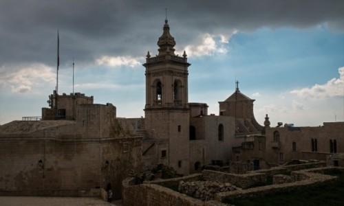 Zdjecie MALTA / Gozo / Victoria (Rabat) / Czarne chmury ;-)
