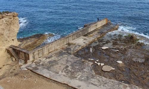 Zdjęcie MALTA / Gozo / Marsalforn / Schodami do morza