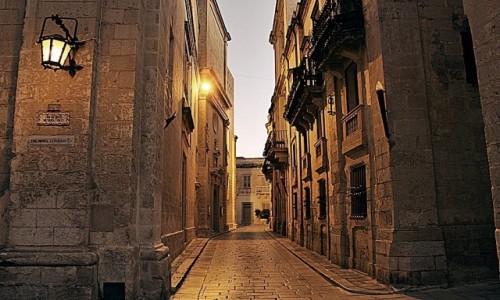 Zdjęcie MALTA / - / Mdina / W labiryncie ulic po zmroku