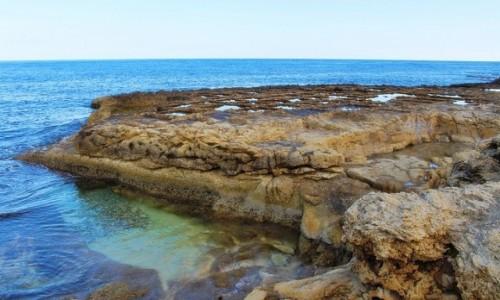 Zdjecie MALTA / Gozo / Marsalforn / Miękkość kamienia