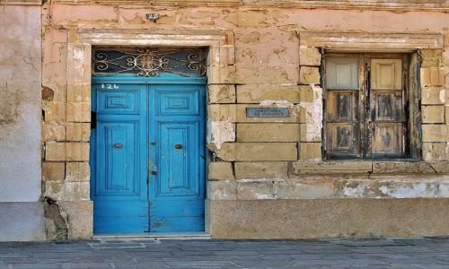 MALTA / - / Marsaxlokk  / Przed drzwiami
