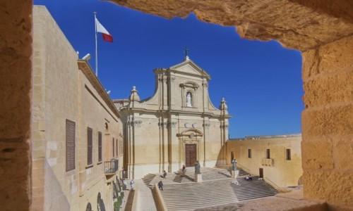 MALTA / Gozo / Il-Katidral ta' Għawdex / window view...