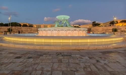 Zdjecie MALTA / . / Valletta / Fontanna Trytona