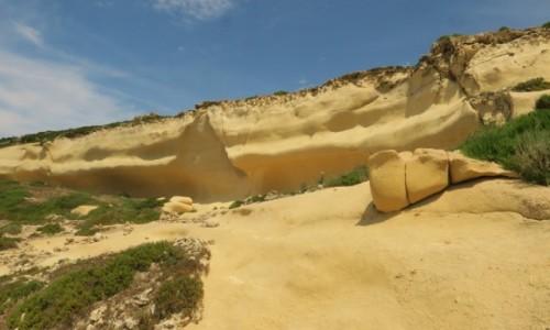MALTA / Gozo / klif / polerowane wiatrem