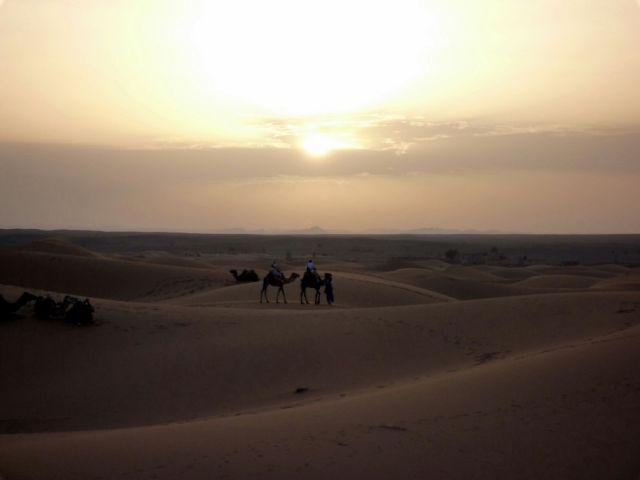 Zdjęcia: okolice Erfoud, południowo-wschodni kraniec Tafilant, Sahara, godz. 21:07., MAROKO