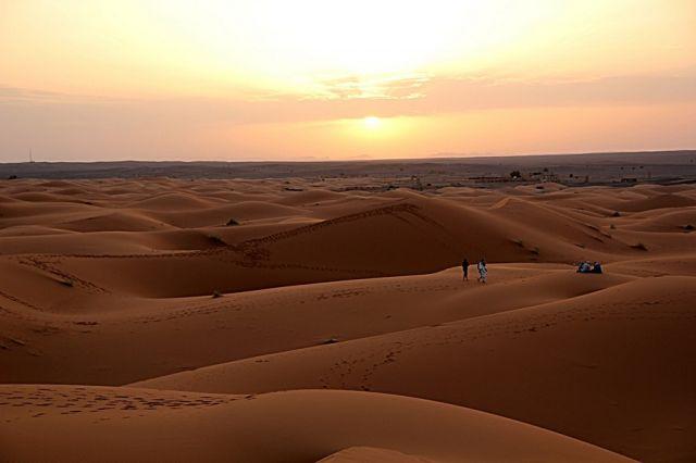 Zdjęcia: okolice Erfoud - Sahara, południowo-wschodni kraniec Tafilant, Słońce coraz nizej., MAROKO