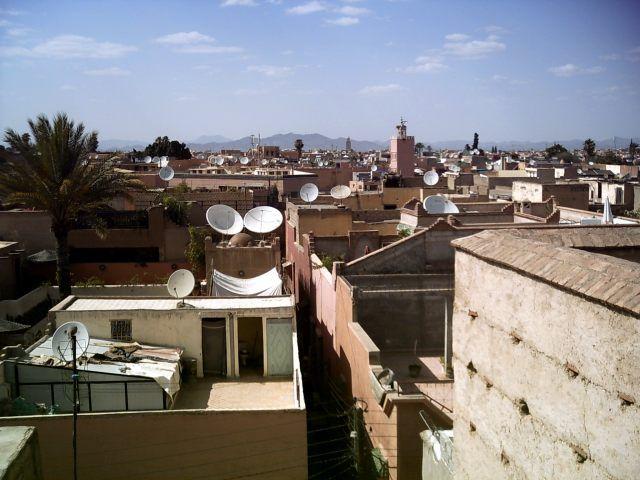 Zdjęcia: Marrakech, wszechobecne talerze :), MAROKO
