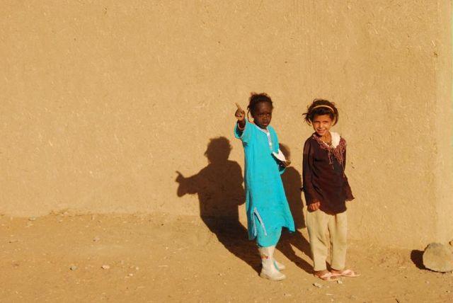 Zdjęcia: Merzouga, Pustynia, Berberyjskie dziewczynki, MAROKO
