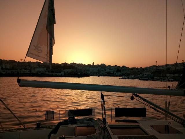 Zdjęcia: Maroko, Maroko, Tanger z pokładu jachtu w basenie poortowym, MAROKO