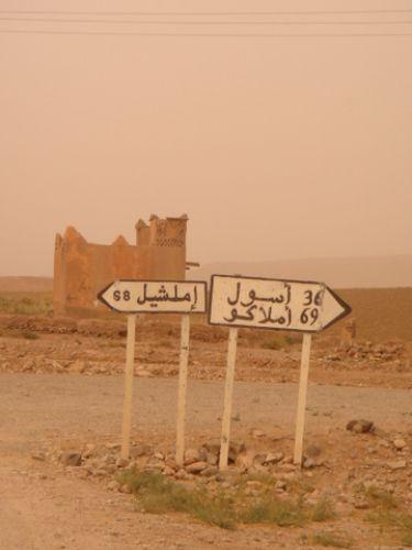 Zdjęcia: Droga z przełomu Todry do Imilchil, Atlas Wysoki, Do Imilchil - oczywiście w lewo..., MAROKO