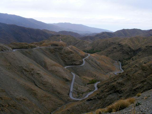 Zdjęcia: w górach, Atlas Średni, taka sobie droga, MAROKO