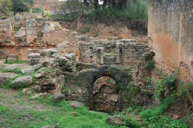 Zdjęcia: Rabat, wybrzeże Maroka, dalsze szczątki uczelni, MAROKO