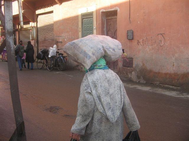 Zdjęcia: Marrakech, kobieta jest samowystarczalna, MAROKO