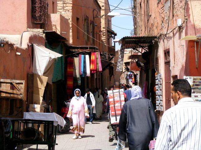 Zdjęcia: w plątaninie uliczek, Marakesz, uliczka w Marakeszu, MAROKO