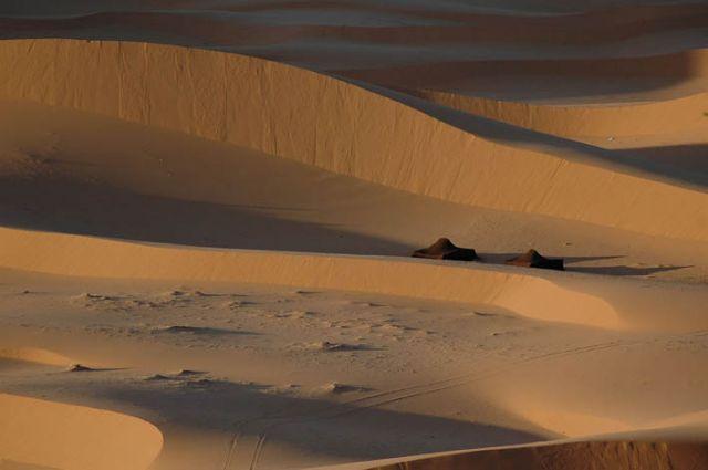 Zdj�cia: pustynia, merzouga, namioty na pustyni, MAROKO
