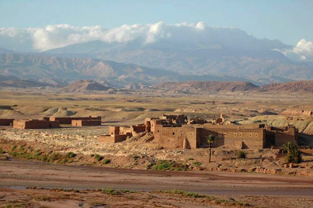 Zdj�cia: okolice Ait Benhaddou, Ait Benhaddou, kazby, tradycyjna zabudowa maroka�ska, MAROKO