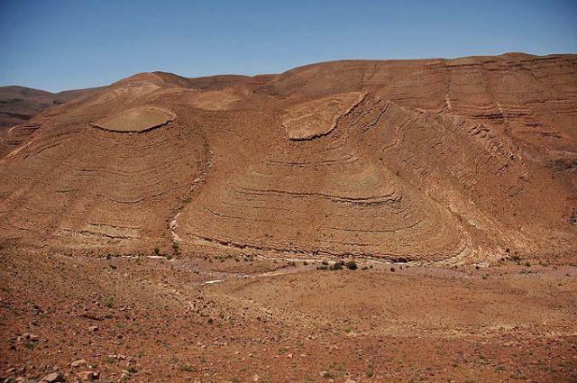 Zdjęcia: góry Atlas, w drodze do Warzazat, góry Atlas, maroańskie pejzaże- ruda ziemia, rude skały, MAROKO
