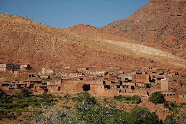 Zdjęcia: góry Atlas, w drodze do Warzazat, góry Atlas, marokańskie plenery - ruda ziemia, rude miasteczka, MAROKO