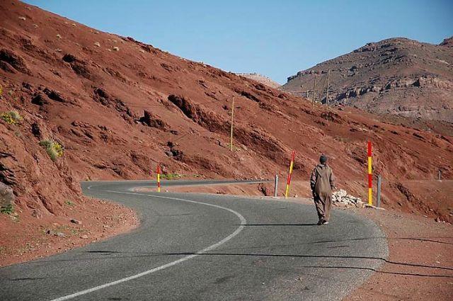 Zdj�cia: g�ry atlas, g�ry atlas, na maroka�skich drogach - ruda ziemia, MAROKO