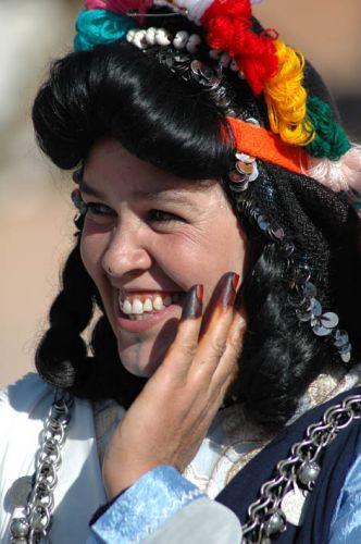 Zdj�cia: kelaa des mgouna, dolina dades/ouarzazat, tancerka w regionalnym stroju/�wi�to r�, MAROKO
