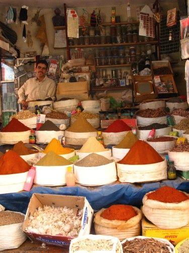 Zdjęcia: Akka - Maroko Zach., Targ - stoisko z przyprawami, MAROKO