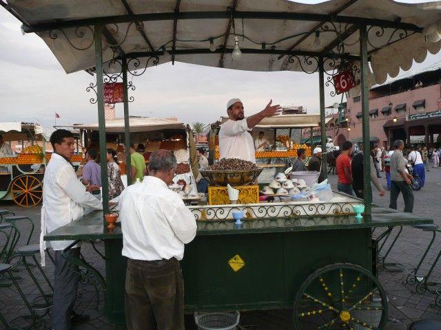 Zdjęcia: Jemaa el-Fna, Marrakesz, Sprzedawca ślimaków, MAROKO