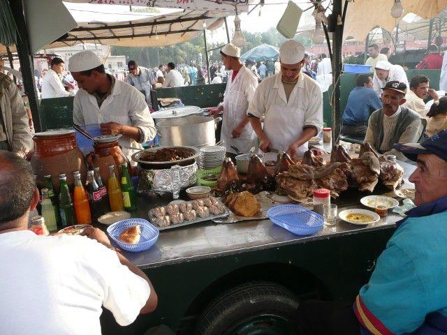 Zdj�cia: D�emaa el Fna, Marrakesz, Stragany z jedzeniem, MAROKO