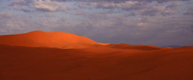 Zdjęcia: Pustynia Erg Szebbi , O wschodzie słońca, MAROKO