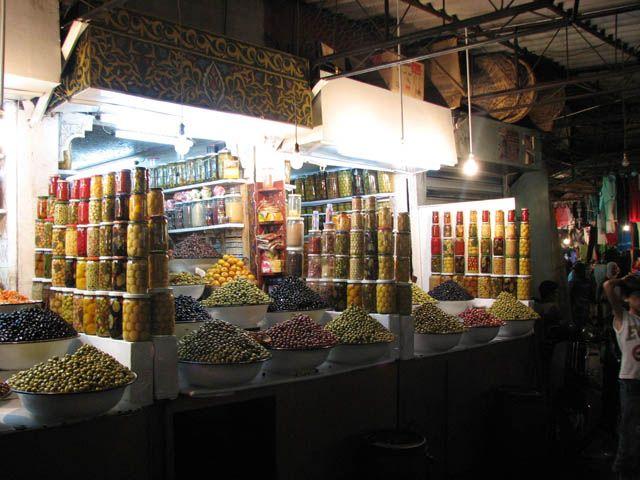 Zdjęcia: Marrakesz, Plac Dżamaa el Fna, Stosy oliwek, MAROKO
