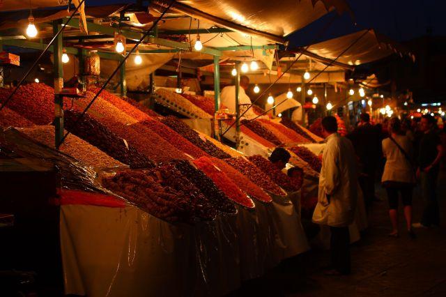 Zdj�cia: marakesz, marakesz, handlarze owocow, MAROKO