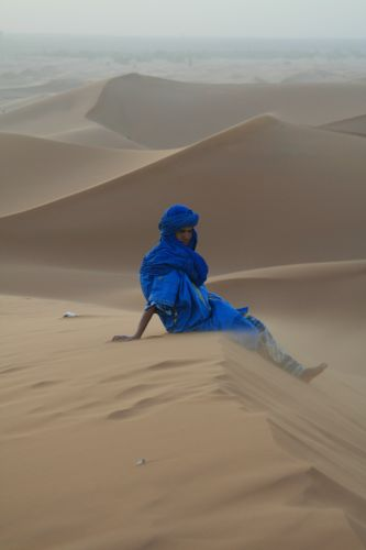 Zdjęcia: Erg Szebbi, Sahara, Na wydmie, MAROKO