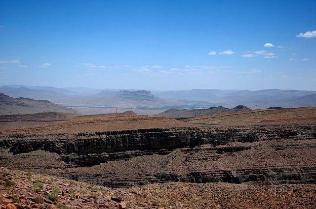 Zdjęcia: Dolina Dades, Dolina Dades, w głębi doliny Dades- ukośne skały, MAROKO