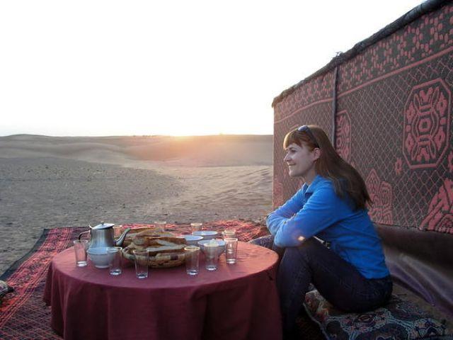 Zdjęcia: okolica Ouarzazate, Gdzieś na pustyni :), Sniadanie na Saharze :), MAROKO