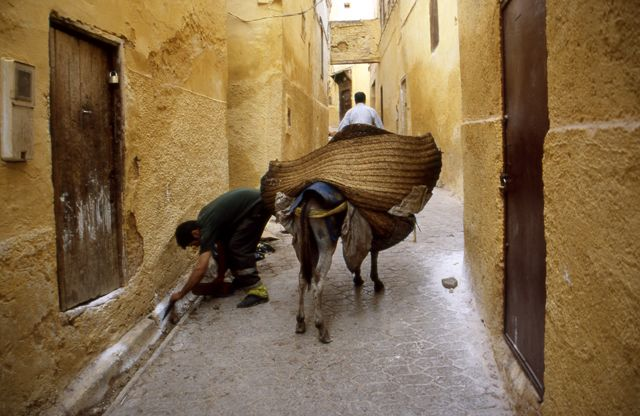 Zdj�cia: Fez, poranne sprz�tanie ulic, MAROKO