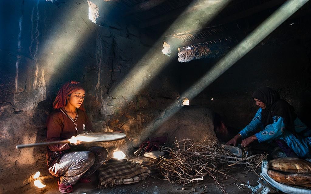 Zdjęcia: Merzuga, Sahara, Wypiekanie chleba , MAROKO