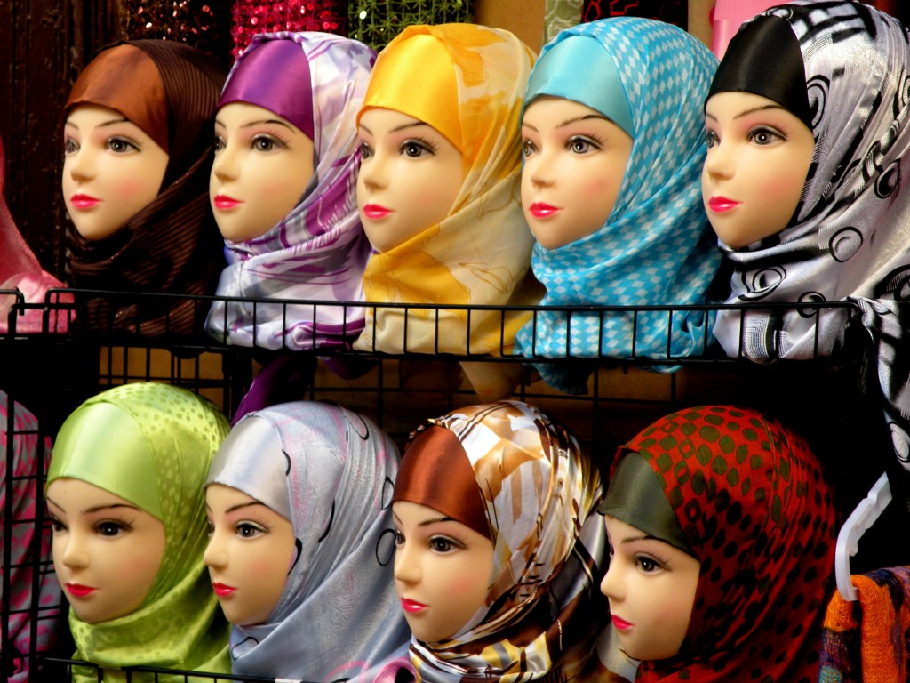 Zdjęcia: Fez, północno -centralne Maroko, Jak dobrze zaprezentować chustę...., MAROKO