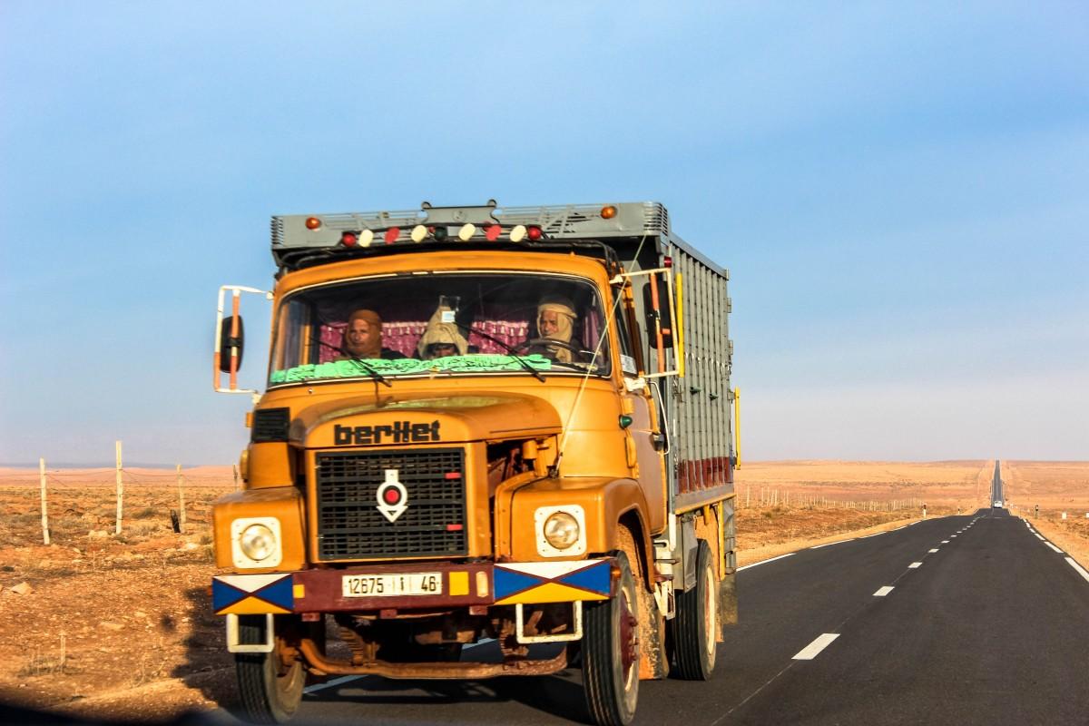 Zdjęcia: Merzouga, Maroko , Pustynna Komunikacja  :) , MAROKO