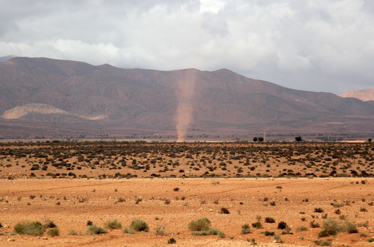 Zdjęcia: gdzieś po drodze, Maroko, Spacerek trąby powietrznej, MAROKO