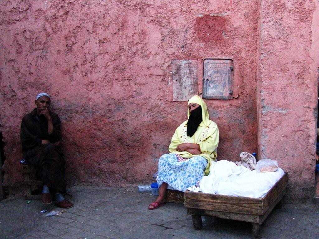 Zdjęcia: okolice Dżama el-Fna, Marrakesz, sjesta, MAROKO
