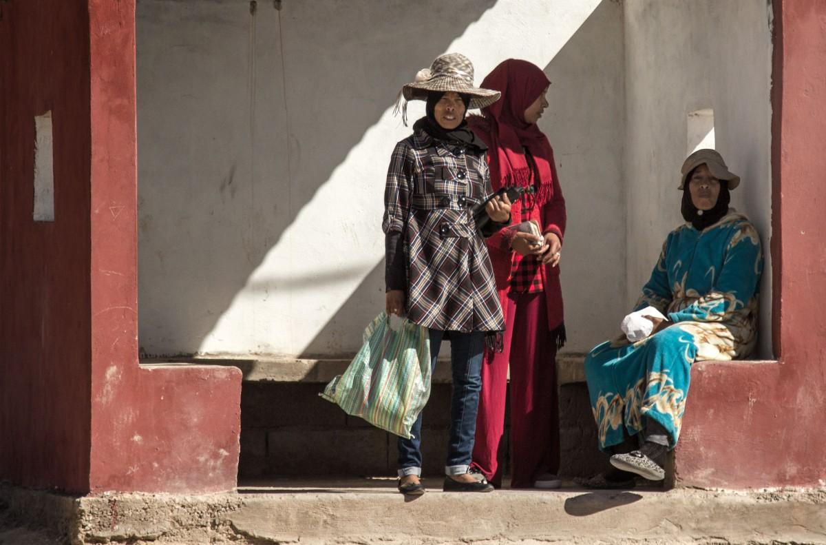 Zdjęcia: gdzieś po drodze, Dara-Tafilalt, Elegancja na przystanku, MAROKO