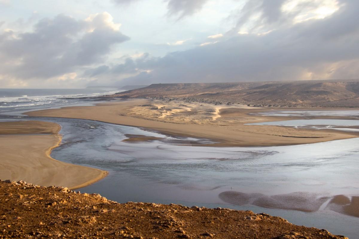 Zdjęcia: nad Atlantykiem, Souss-Massa-Drâa, Gdzie rzeka łączy się z oceanem, MAROKO