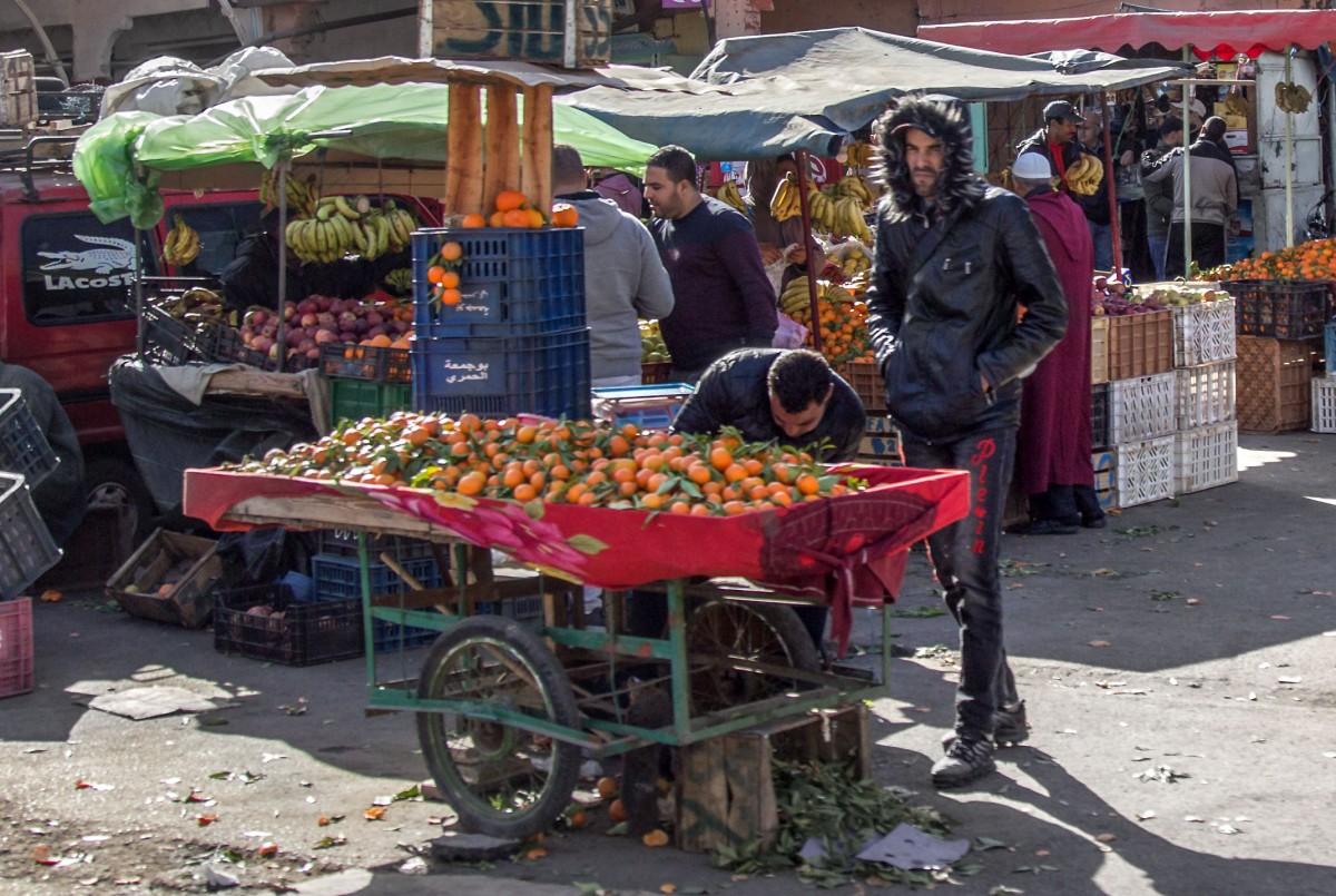 Zdjęcia: gdzieś po drodze, Maroko, Handel owocami, MAROKO