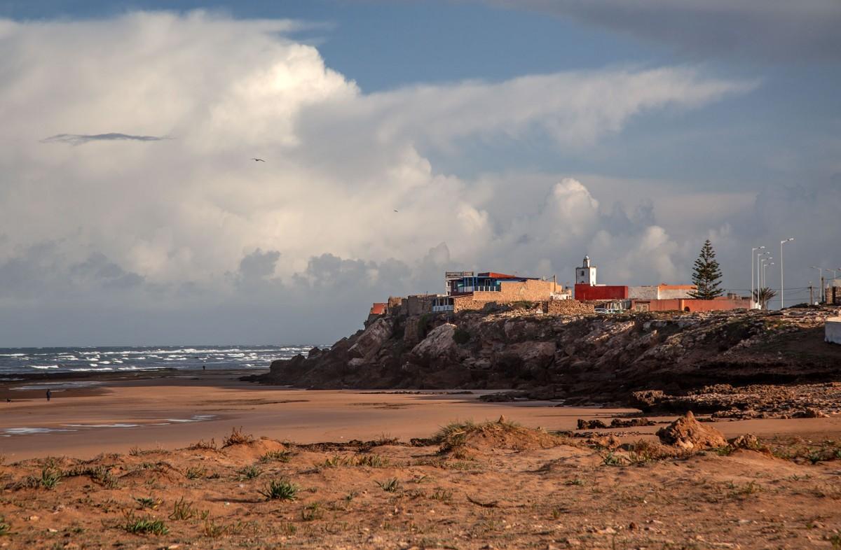 Zdjęcia: Moulay Bouzerktoun, Essaouira, Plaża pod klifem, MAROKO